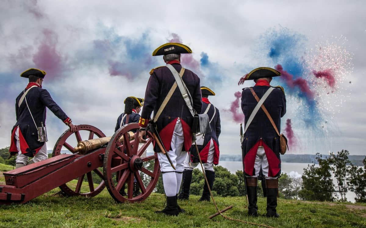 Salute thefirst commander in chief during the annual Independence Day event at the Mount Vernon Estate near Alexandria, Virginia!