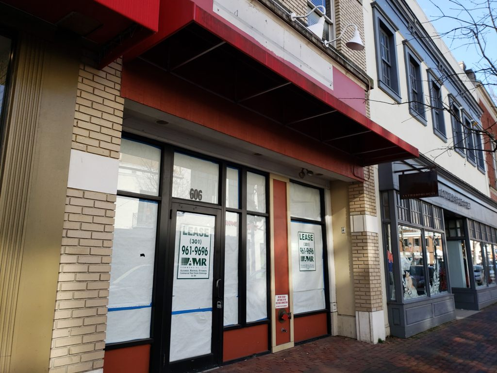 This is a nice spot for lease along the King Street corridor in the heart ofOld Town Alexandria, Virginia which previously housed Brueggers Bagelsbefore they closed suddenly in December 2017.