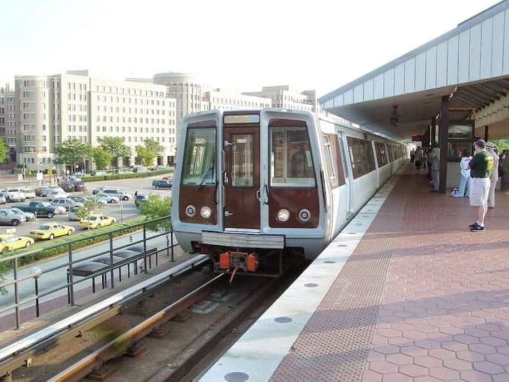 The Alexandria Chamber of Commerce wants to hear from business owners and their staff members about how they plan to deal with the coming 2019 Metrorail shutdown.